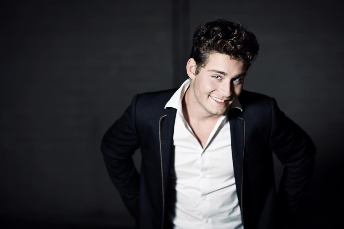 The Netherlands: Douwe Bob premieres 'Slow Down'