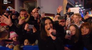 Laura-Pausini-esterna-Sanremo