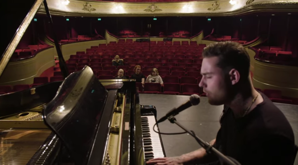 The Netherlands: Douwe Bob anti-bullying through his new song 'Hold On'